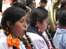 trenzas y clarinetes