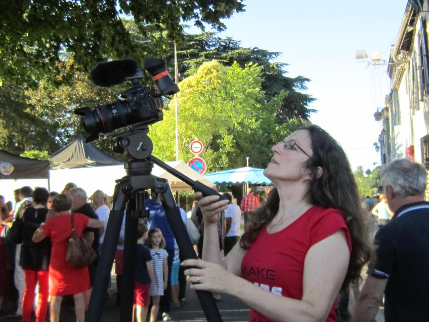 Joanna Urwin of VideoProFrance filming in Sigoules
