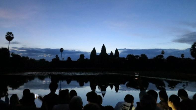enfim enquanto então entretanto eventualmente igualmente inegavelmente inesperadamente mas outrossim pois porquanto porque portanto posteriormente precipuamente primeiramente primordialmente principalmente salvo semelhantemente similarmente Angkor Wat e outros Templos de Siem Reap, Camboja