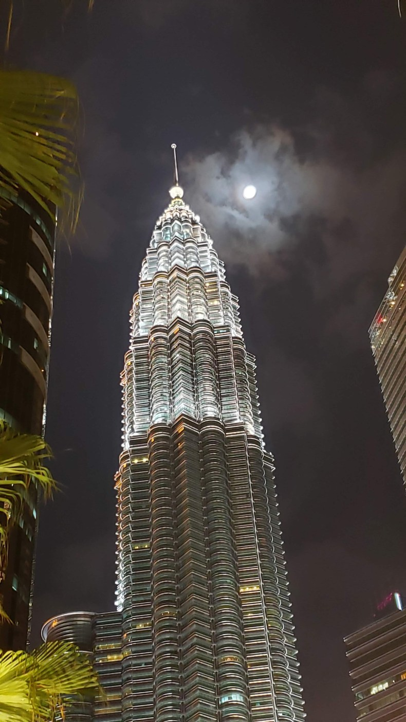 Noite de lua cheia em Kuala Lumpur, Malaysia