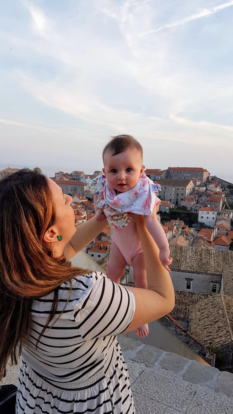 Fofura com 5 meses de vida, nas muralhas de Dubrovnik, Croácia