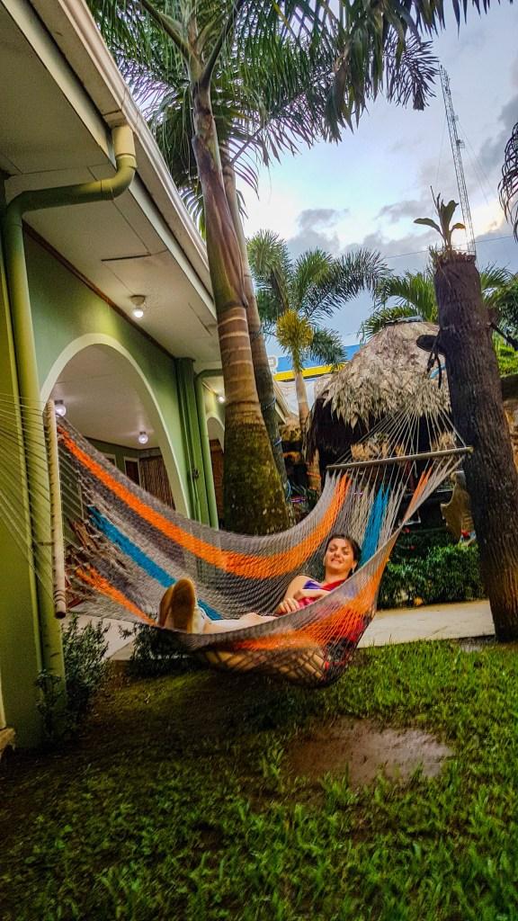 Ficamos hospedados no Hostel Backpackers La Fortuna por duas noites em quartos privativos com banheiro. Costa Rica