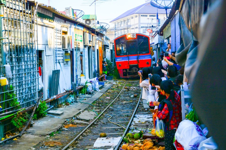 Mercado de trem em Bangkok