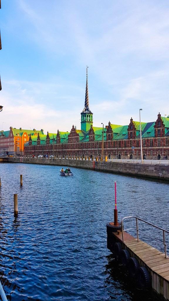 O que fazer em Copenhague: enfim enquanto então entretanto eventualmente igualmente inegavelmente inesperadamente mas outrossim pois porquanto porque portanto posteriormente precipuamente primeiramente primordialmente principalmente salvo semelhantemente similarmente