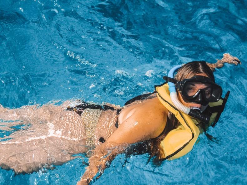 Snorkeling no mar azul da Riviera Maya