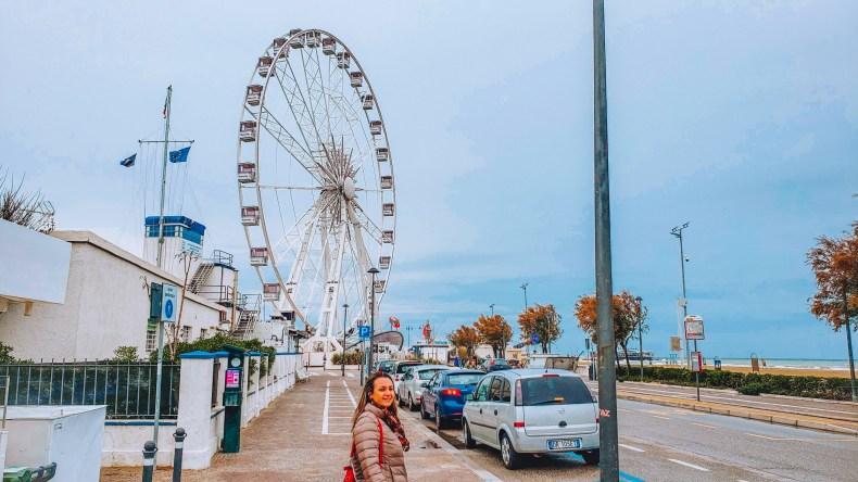 Roda gigante no balneário de Rimini