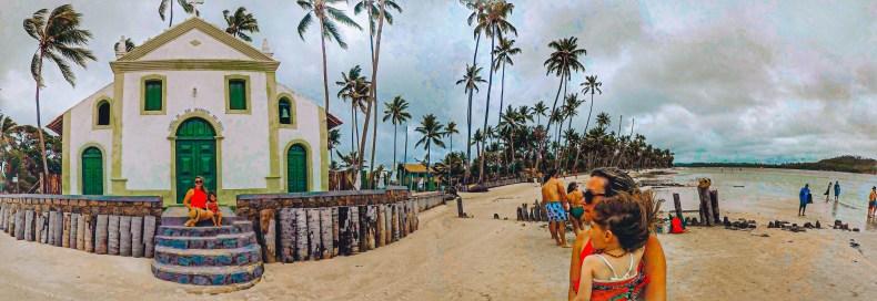 Vista panorâmica da igrejinha na praia dos carneiros