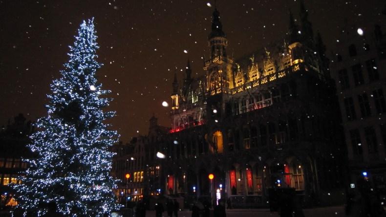 Neve na Grand Place de Bruxelas