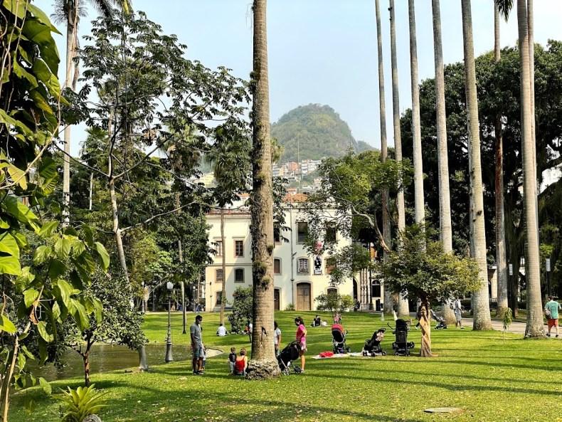 Em um dos melhores lugares para piquenique no Rio de janeiro, RJ, parque dos Jardins do Palácio do Catete,