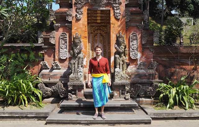 Spiritual Bali - covering up at Tirta Empul
