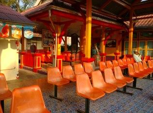 ~Cha-Am train station...