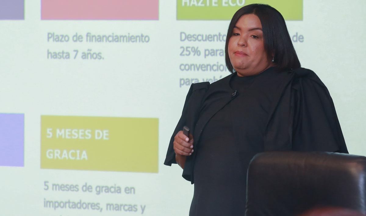 La señora Giselle Moreno, vicepresidente del Área de Mercadeo, ofreció detalles sobre los planes de financiamiento de la Autoferia Popular.