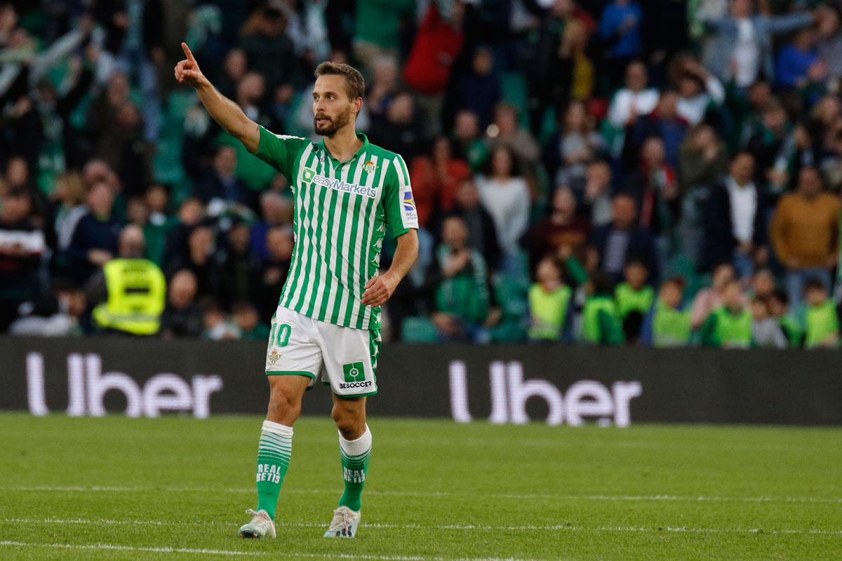 Sergio Canales firma un nuevo contrato con el Real Betis