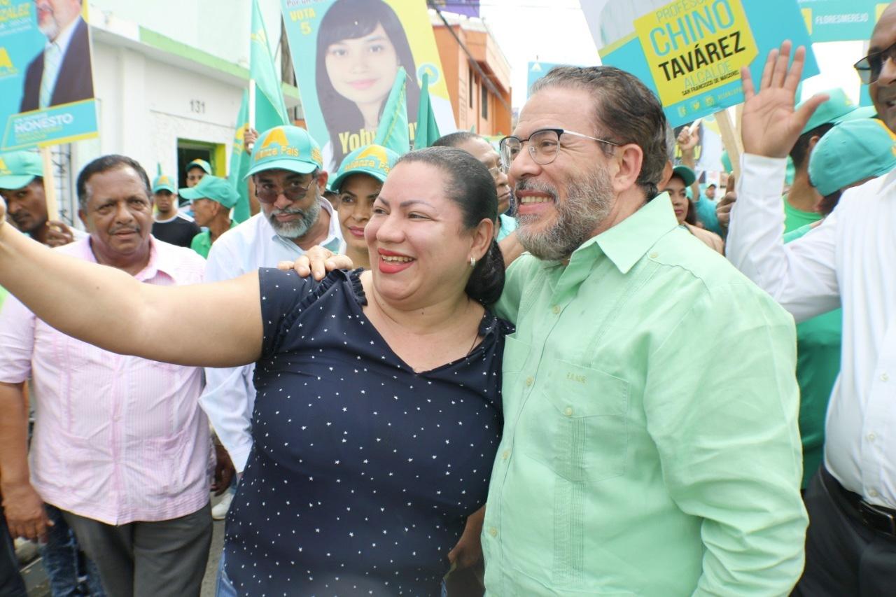 Guillermo Moreno camina por SFM en apoyo a candidaturas municipales