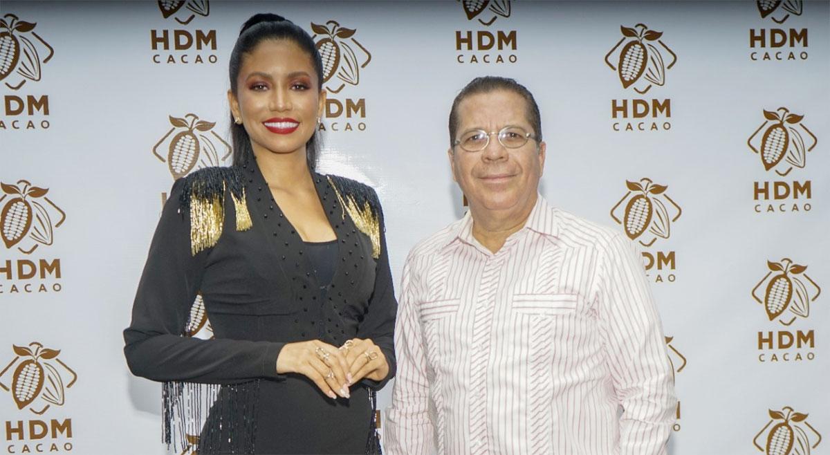 Los comunicadores Masiel Santos y Lincoln Minaya.