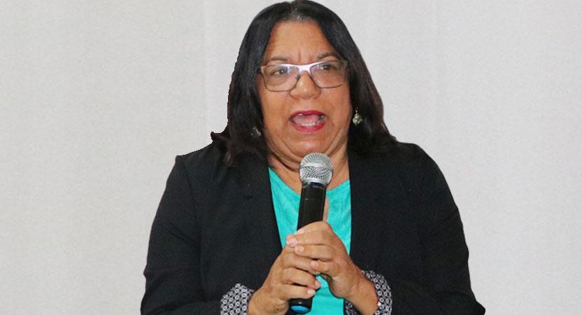 Mtra. Carmen Santiago Páez, pasada directora del Recinto uasdiano.