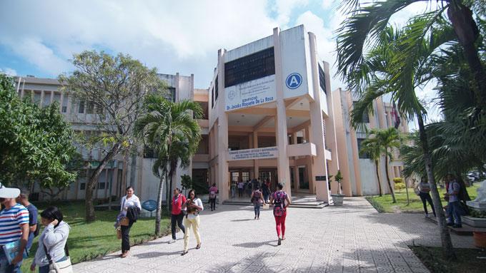 La propuesta del Programa de Primer Empleo, beneficiaría de manera directa a los cientos de egresados de las universidades locales de la provincia Duarte. Foto Archivo.
