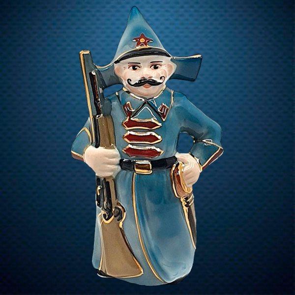 Керамическая елочная игрушка из серии Солдатики Фарфоровая Мануфактура Буденовец