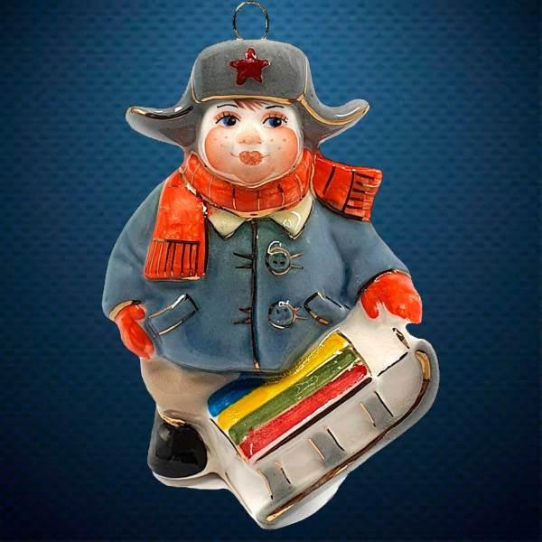 Керамическая елочная игрушка из серии Дети в костюмах Фарфоровая Мануфактура Мальчик с санками