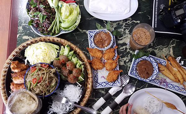 KB's Thai Hut Serves Lao Food And More