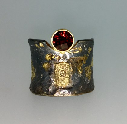Garnet ring, 18k gold, silver, diamond