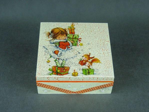 Pudełko - dziewczynka i prezenty