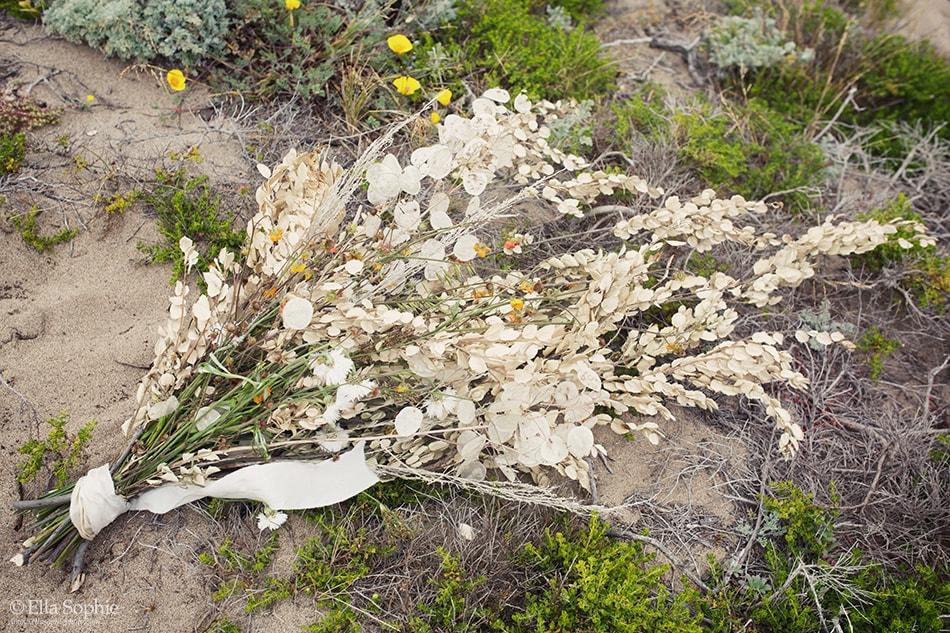 Dessert dunes inspired floral bouquet. Floral art by Ash+Oak photographer Ella Sophie