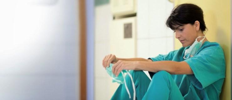 enfermera pensativa.jpg