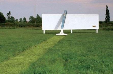 anuncio de maquinillas de afeitar bic campo y valla publicitaria