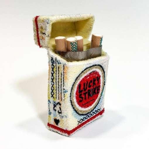 esculturas tridimensionales de Alice kozlow sobre Lucky Strike