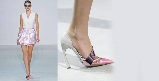 Οι μυτερές γόβες επιστρέφουν!  Αυτή τη σεζόν τα ογκώδη παπούτσια δίνουν τη θέση τους σε κομψά κομμάτια που αναδεικνύουν τη θηλυκότητα. Ανακαλύψτε τις πιο εντυπωσιακές προτάσεις των σχεδιαστών.