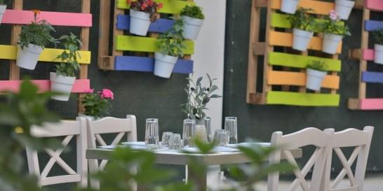 Δοκιμάσαμε αυθεντικά ελληνικές γεύσεις στο κέντρο της πόλης Στον πεζόδρομο της Αισώπου στου Ψυρρή, μια μικρή όαση δροσιάς μας περιμένει για υπέροχο φαγητό και χαλάρωση, όλα όσα έχουμε ανάγκη δηλαδή.
