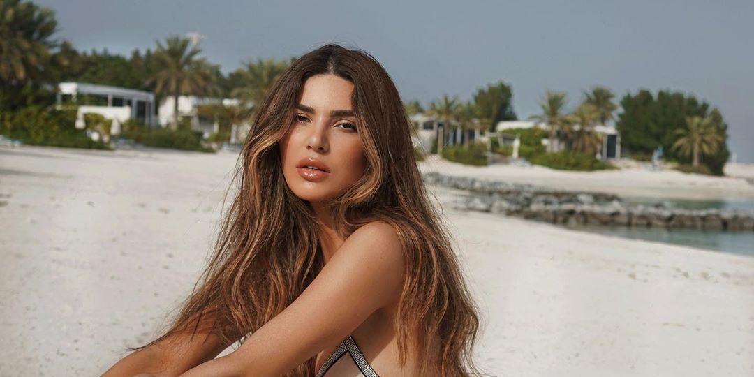 Λαμπερά μαλλιά: Τα must προϊόντα για την παραλία