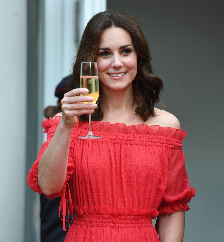 Το κόκκινο φόρεμα που θα λάτρευε η Kate Middleton #must_buy