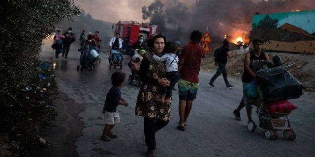 Εκτεθειμένες στη βία των δραστών οι επιζώσες στη Λέσβο: Έκκληση για βοήθεια Η ολοσχερής καταστροφή του Κέντρου Υποδοχής και Ταυτοποίησης (ΚΥΤ) στη Μόρια, μετά από πυρκαγιά την 9η Σεπτεμβρίου 2020, έχει οδηγήσει σε αστεγία 12.000 αιτούσες/ντες άσυλο. Η ανάγκη για βοήθεια είναι άμεση.
