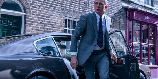 Το trailer της νέας ταινίας του James Bond το είδατε; Ήρεμα ρωτάμε Ο Τζέιμς Μποντ επιστρέφει αν όλα πάνε καλά στις 12 Νοεμβρίου με τη νέα ταινία της σειράς Time to Di,  μέχρι τότε έχουμε στα χέρια μας και στα μάτια μας μπροστά το καταιγιστικό trailer. Υπέροχα τοπία, απίστευτες σκηνές δράσης και μάχης, πανέμορφα κορίτσια, ο γοητευτικός Ντάνιελ Κρέγκ και τα στενά-κυρίως γκρι- κοστούμια του.