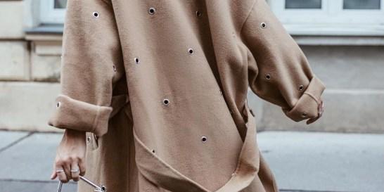 11 παλτό από τα Zara που θέλουμε τώρα κολασμένα Η θερμοκρασία σιγά σιγά ξεκινά να θυμίσει φθινόπωρο, όποτε μια ανανέωση στην προσωπική σου συλλογή με τα πανωφόρια είναι απαραίτητη!