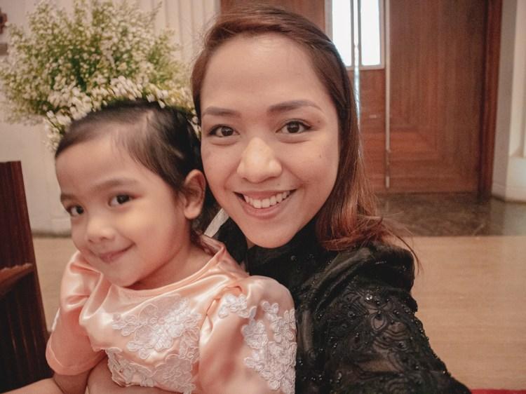 mom-daughter-at-a-wedding