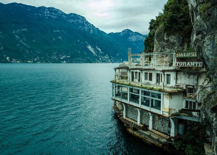 verlassenes Restaurant mit Aussicht
