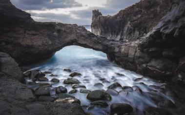Langzeitbelichtung Steinbrücke über Wasser Teneriffa