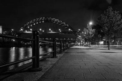 Newcastle upon time bei Nacht schwarzweiß