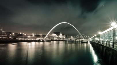 millennium bridge newcastle bei nacht