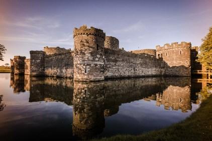 beaumaris castle wales Spiegelung im Wasser