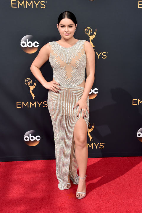 La actriz de Modern Family se sumó a la tendencia del 'naked dress' con este vestido de Youself Al Jasmi.