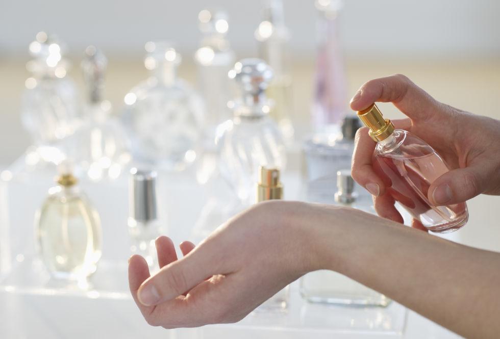 Resultado de imagen de foto de perfume en la nevera