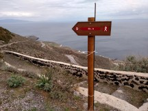 Adventure 4: Hiking 12 km from Fira to Oia, on the other tip of the island