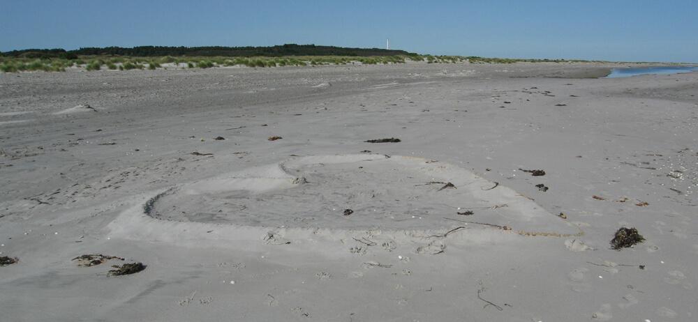 Hjerte af sand lavet på en strand