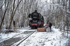 Do not tread on the locomotive