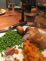 Heaven equals a fine Merlot from Ticino with Nick's roast chicken, potatoes, caramelized onions, garlic, garden pumpkin and peas. Nice to be nourished properly.