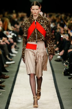 givenchy-rtw-fw2014-runway-26_151617804102